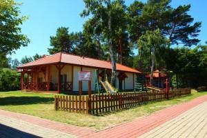 ośrodek wypoczynkowy bungalowy widok z boku